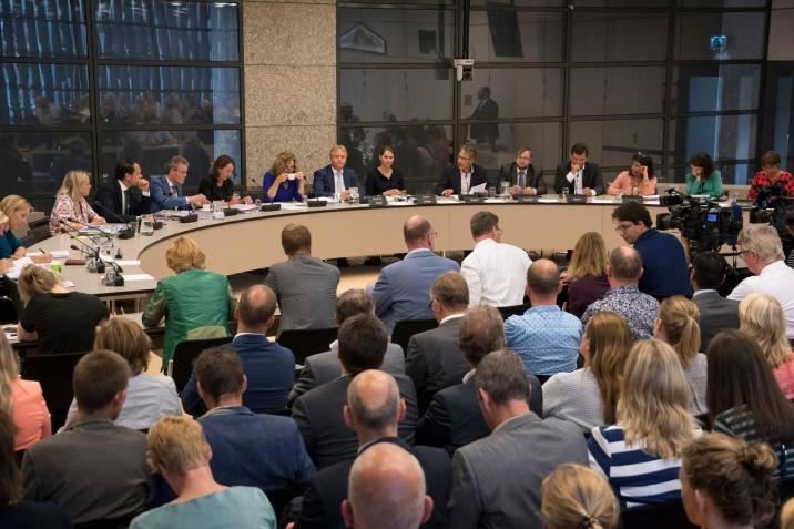 TK commissie in vergadering